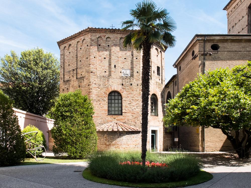 Inconscio, suggestioni, abbagli nel Battistero degli Ortodossi di Ravenna
